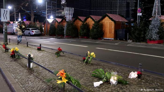 هذا المكان في برلين الذي توجد فيه الورود شاهد على يوم حزين في تاريخ برلين وألمانيا.