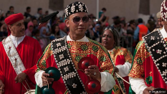 في المغرب...إيقاعات كناوة إفريقية-عربية-أمازيغية تقليدية بألوان موسيقية عالمية عصرية