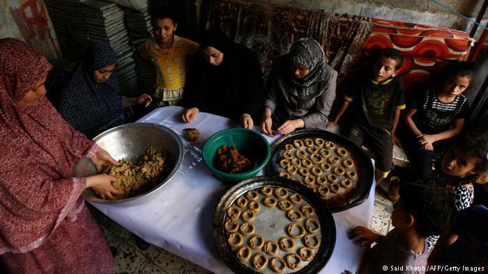 بهجة عيد الفطر في أحوال السلم وأهوال الحرب