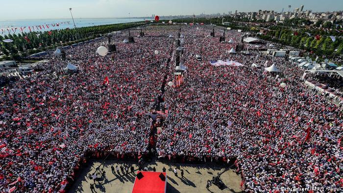 ماذا لو نجح انقلاب تركيا؟ شجاعة شعبية أسطورية وتعزيز للسلطة الرئاسية