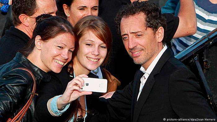 يهود عرب ومغاربيون مهاجرون نجومية في فرنسا وحنين للوطن