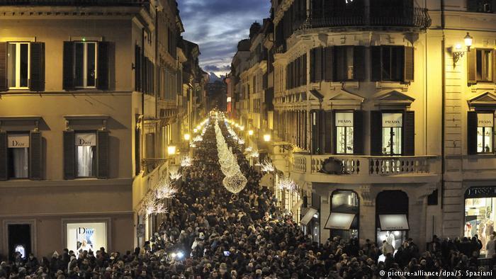 هكذا تتلألأ المدن والعواصم الأوروبية في أعياد الميلاد إبرازاً للهوية المسيحية