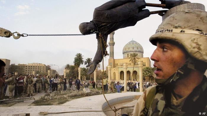 تركيا والسعودية...علاقة مد وجزر مديدة. الصورة: إسقاط تمثال صدام بعد الإطاحة بنظام صدام حسين في العراق.