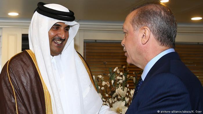 تركيا والسعودية...علاقة مد وجزر مديدة. الصورة: إردوغان وتميم.