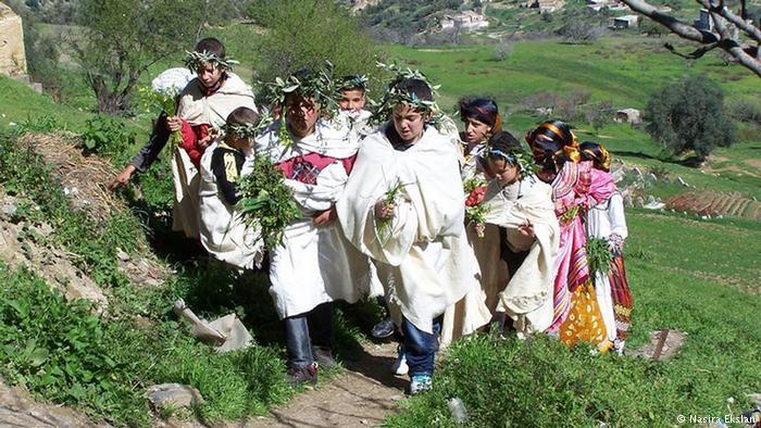 احتفالات السنة الأمازيغية - تقاليد متوارثة وهوية حضارية فيها حوار واختلاف وحب وبهجة