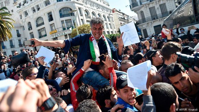 حراك الجزائر  - فترة حاسمة في الحراك الشعبي ضد الحكومة وعهدة بوتفليقة الخامسة