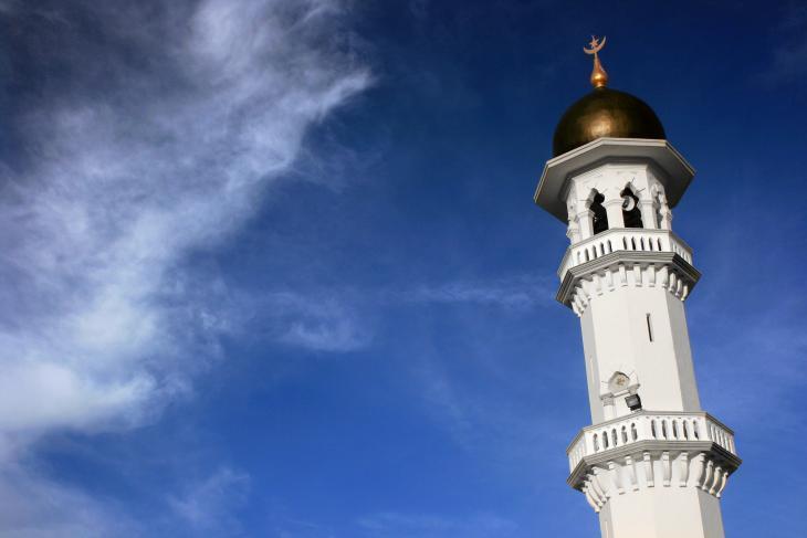 مئذنة جامع كابيتان كيلينغ في بينانج، ماليزيا. بُنِي في عام 1801 من قبل سكان بينانج الأوائل الهنود المسلمون المستوطنون (قوات شركة الهند الشرقية)، وهو أكبر جامع في (مدينة) جورج تاون.