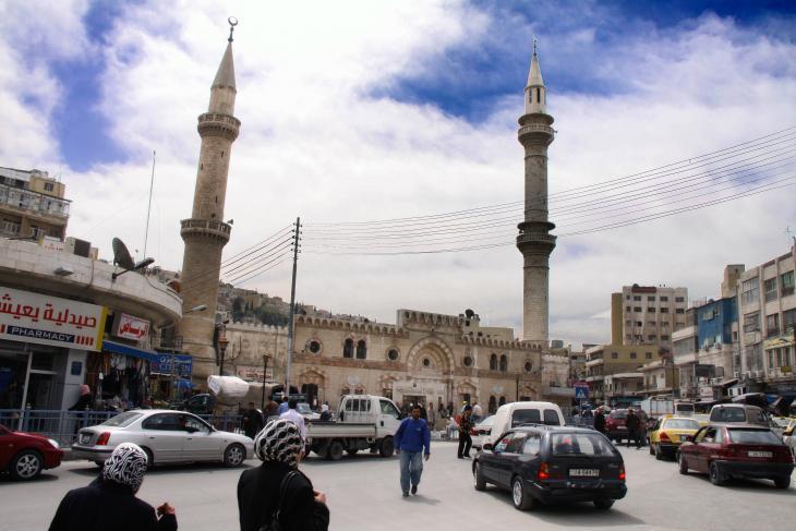 المسجد الحسيني هو واحد من المعالم الأساسية في عمان القديمة، الأردن. رغم أن الجزء الظاهر من جامع الحسيني لم يُبْنَ إلا في عشرينيات القرن الماضي، إلا أن أساساته هي لجامع آخر  أقدم بكثير  يعود تاريخه إلى بدايات الإسلام (الجامع الأموي القديم).