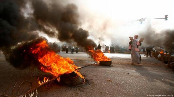 مظاهرات السودان: الاتحاد الإفريقي يعلق عضوية الخرطوم إلى أن تتولى البلاد سلطة مدنية