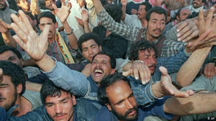 علاقة العراق وإيران - من زمن صفوي عثماني إلى الشاه وصدام والخميني حتى المالكي والعبادي - بما في ذلك من خلاف المرجعيات الشيعية العراقية والإيرانية حول مبدأ ولاية الفقيه