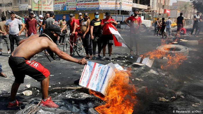 احتجاجات العراق - شباب أعزل يتلقون الرصاص بصدورهم العارية في سبيل حياة كريمة