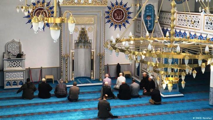 فيروس كورونا في ألمانيا. تعليق الصلاة في مساجد ألمانيا