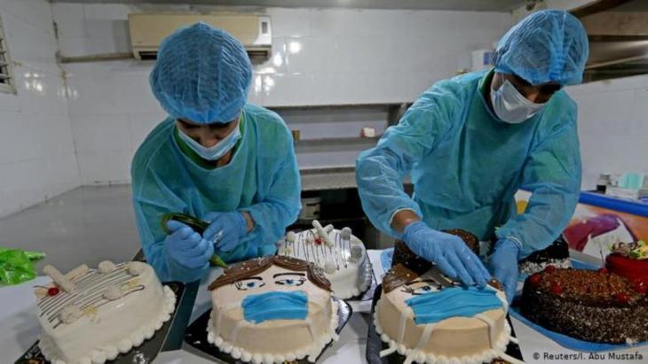 حلويات في مواجهة الفيروس القاتل. كورونا في قطاع غزة.