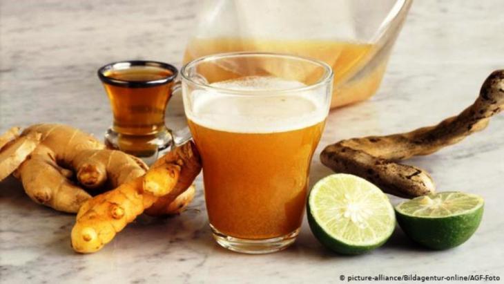 على الصائمين والصائمات تجنب شرب القهوة والشاي، أو ما يحتوي على كميات كبيرة من مادة الكافايين، علاوة على تجنب شرب عصائر الفواكه الجاهزة أو المحلات من قبل مواد التحلية، والتركيز على العصائر الطبيعية مثل عصير التمر الهندي.