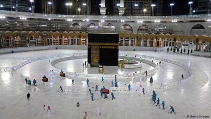 السعودية: الحرم المكي خال من المصلين