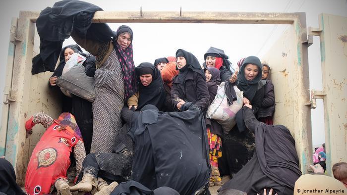 محن النساء وصراعهن من أجل البقاء في مناطق الأزمات والحروب