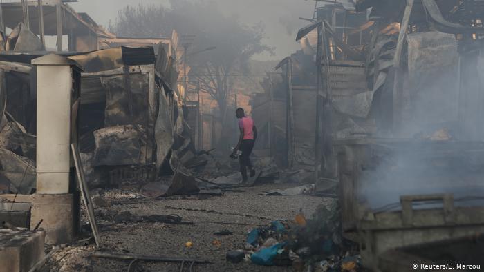تاريخ مخيم اللجوء موريا في اليونان – معاناة اللاجئين من الانتظار إلى كورونا ولهب الحرائق