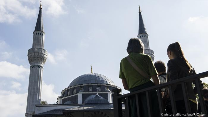 في يوم المسجد المفتوح - مساجد ألمانيا تستقبل الزوار محافظة على التباعد الاجتماعي في زمن كورونا