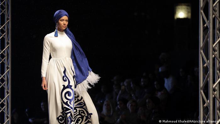 """""""خليكي شيك"""" - أزياء """"محتشمة """"بلمسة أوروبية في الرياض تراعي الثقافة السعودية"""