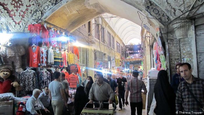 آثار لشاه إيران في طهران باقية لم تتمكن من محوها عقود ثورة الخميني الإسلامية