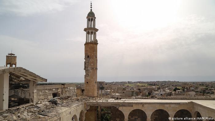 سوريا - خمسة عقود في قبضة عائلة الأسد: بشار على نهج أبيه حافظ في حكم السوريين بالحديد والنار