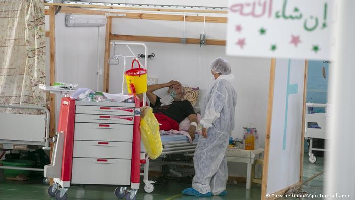 كورونا في تونس - تدهور وبائي فاقمته متحورة دلتا الشديدة العدوى