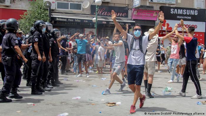 تونس ـ محطات وعرة على درب مخاض ديمقراطي عسير politik_in_tunesien_picture_alliance