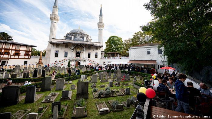 يوم المساجد المفتوحة في ألمانيا 2021 - تراجع عدد الزوار لا يعود فقط إلى كورونا 01_Deutschland Berlin Tag der offenen Moschee FOTO PICTURE ALLIANCE