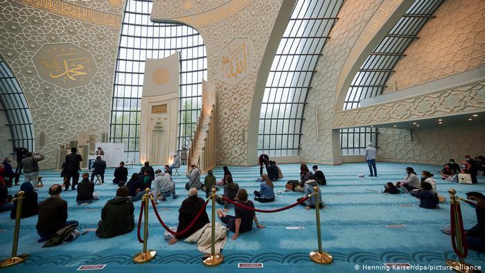 يوم المساجد المفتوحة في ألمانيا 2021 - تراجع عدد الزوار لا يعود فقط إلى كورونا 03_Deustchland Köln Tag der offenen Moschee FOTO PICTURE ALLIANCE