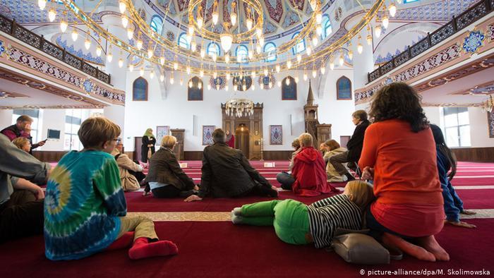 يوم المساجد المفتوحة في ألمانيا 2021 - تراجع عدد الزوار لا يعود فقط إلى كورونا  08_Deutschland Tag der offenen Moschee FOTO PICTURE ALLIANCE