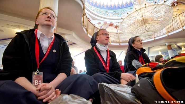 يوم المساجد المفتوحة في ألمانيا 2021 - تراجع عدد الزوار لا يعود فقط إلى كورونا  11_Katholikentag 2012 Moscheebesuch FOTO PICTURE ALLIANCE