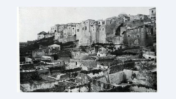 ''المدرسة الأفضلية'' التي كانت موجودة ذات يوم في حي المغاربة في القدس. مكتبة الكونغرس