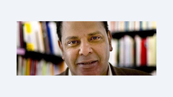 الكاتب المصري المعروف علاء الأسواني