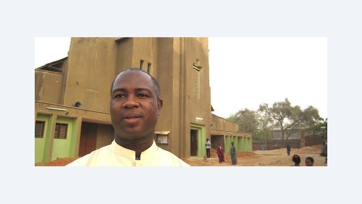 بيتر بابلو من الكنيسة الكاثوليكية في نيجيريا الصورة د ب ا