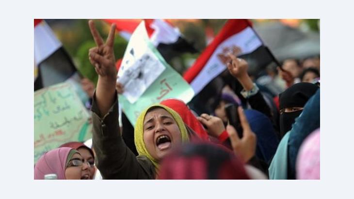 مصريات في ميدان التحرير، �