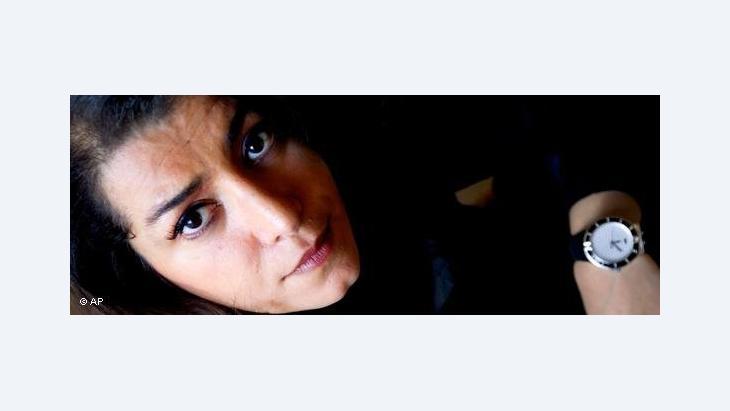 الفنانة مرجان ساترابي....زهرة قديمة وأرض جديدة