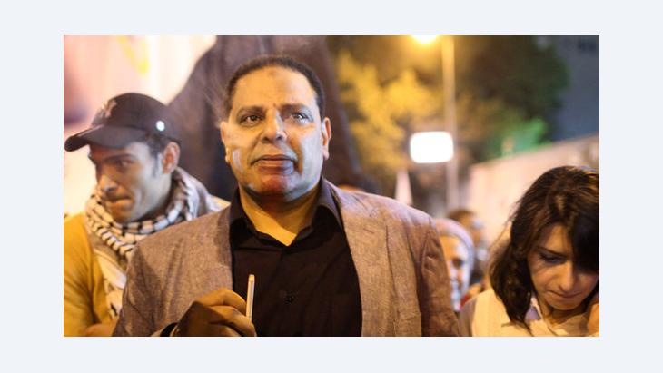 علاء الأسواني في مظاهرة احتجاجية في ميدان التحرير ضد مرسي. 27 نوفمبر 2012. رويترز