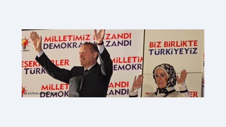 إردوغان وزوجته في الحملة الانتخابية، الصورة د ب ا