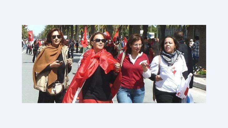 متظاهرات: احتجاجاً على اغتصاب رجال الأمن لإحدى الفتيات في تونس. الصورة: دويتشه فيله
