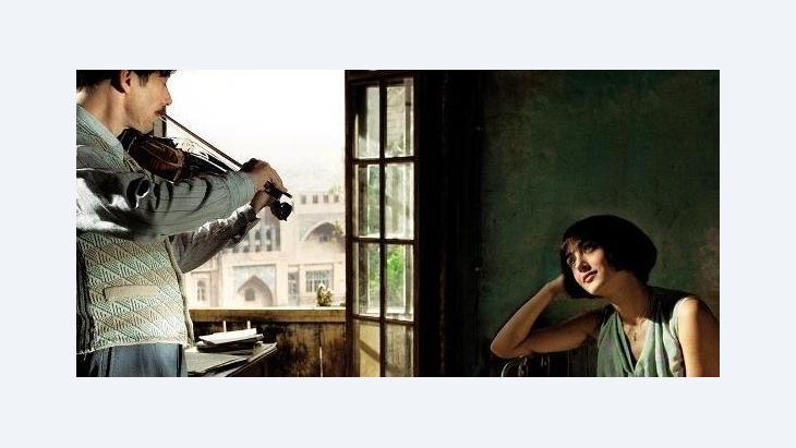 """فيلم """"دجاج بالبرقوق"""" الذي أخرجته الفنَّانة الإيرانية مرجان ساترابي"""