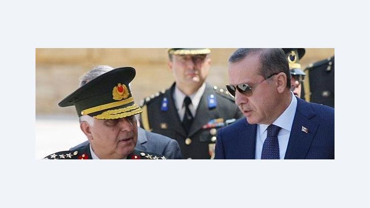الصورة ا ب إردوغان وقادة تركيا العسكريين