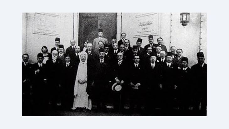 صورة جماعية للمشاركين مؤتمر الموسيقى العربية الأول عام 1932
