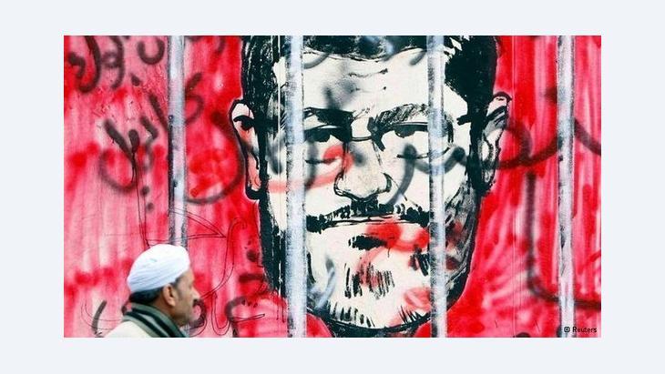 كاريكاتور في القاهرة عن مرسي. رويترز