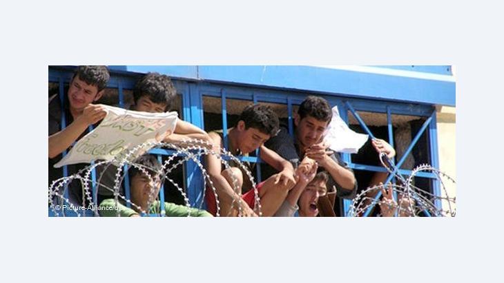 شباب ركبوا البحار، أغلبيتهم من تونس، يبحثون عن فرص عيش في أوروبا في ظل نسب بطالة عالية في تونس