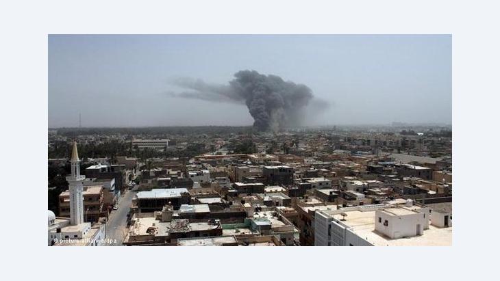 اثار قصف الناتو في ليبيا الصورة رويتر