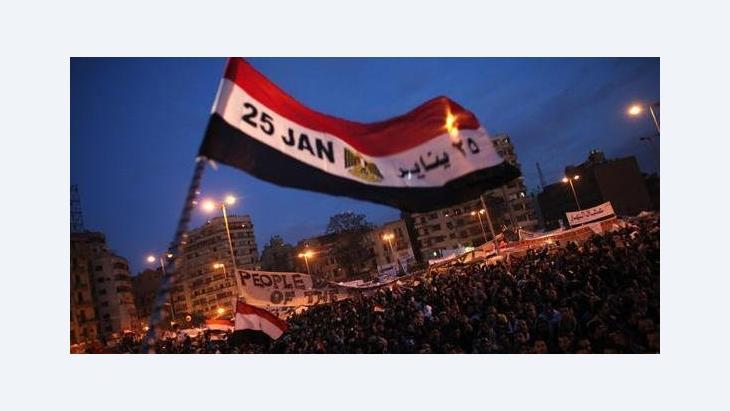 تقاطر آلاف المصريين الأربعاء على ميدان التحرير بوسط القاهرة بمناسبة مرور عام على انطلاق الثورة الشعبية التي أطاحت بالرئيس حسني مبارك، الصورة د ب ا