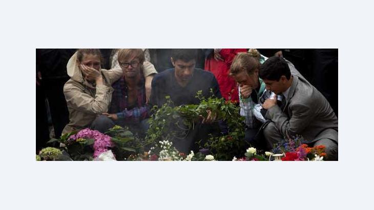 تمثل مذبحة أوسلو وأوتويا نقطة تحوُّل: أدّت الأجواء المعادية للإسلام حتى الآن في أقصى الحالات إلى مضايقات وأعمال عنف ضد أفراد، لكن الآن تحوّل هذا وللمرة الأولى إلى إرهاب جماعي، كما يقول روبرت ميسيك.