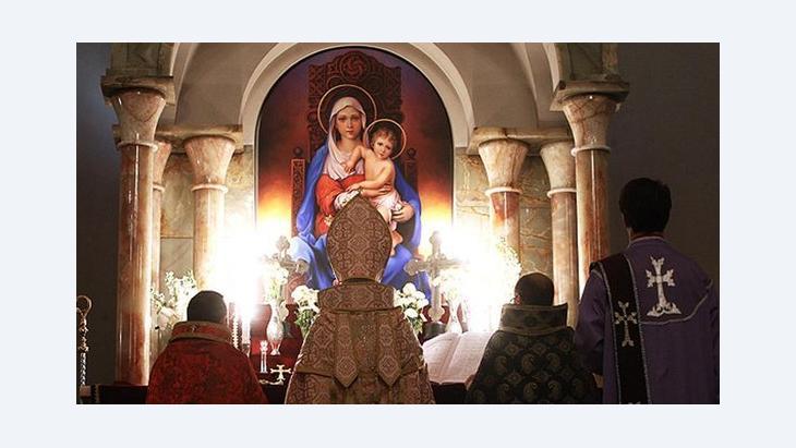 قُدَّاس مسيحي في إحدى الكنائس في طهران. MEHR