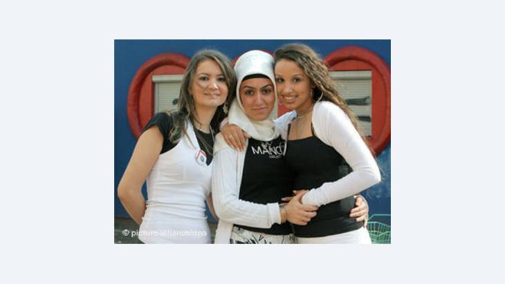 الاختلافات الدينية والاجتماعية والثقافية لا تمنع احترام الاخرين والتعايش معهم.