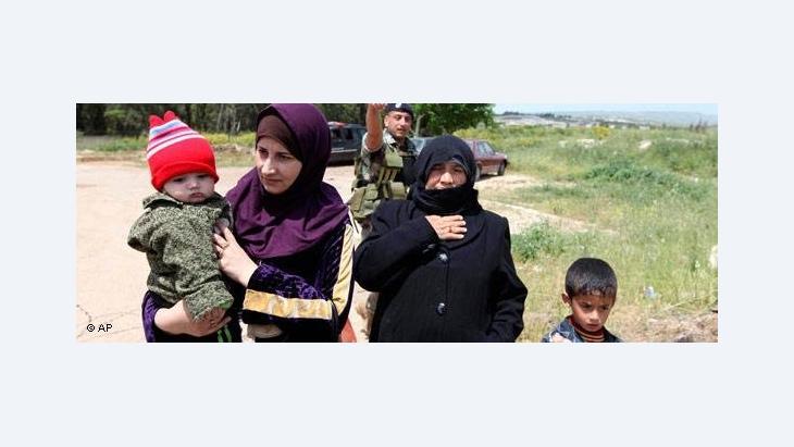 لجأ العديد من السوريين من محافظة حمص إلى لبنان إثر الاحتجاجات الأخيرة ودخول الدبابات السورية إلى مناطقهم